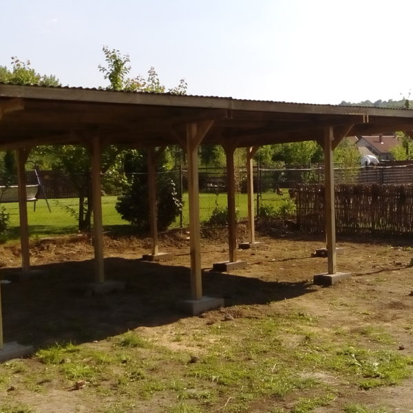 nyitott garázs építés fából