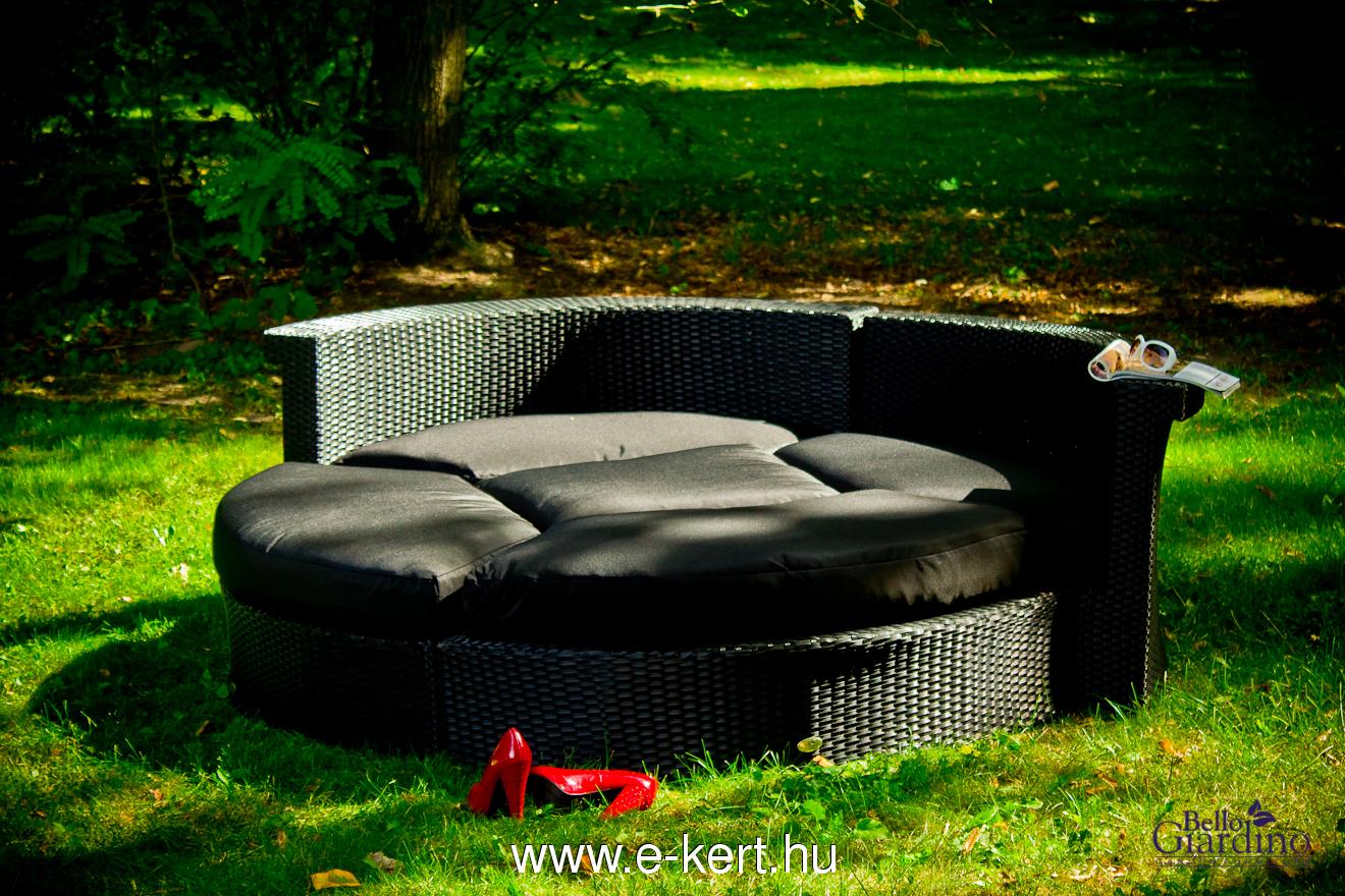 Minőségi rattan terasz bútor pihenőágy párnákkal