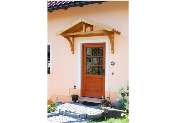 Stettin_bejárati esővédő tető